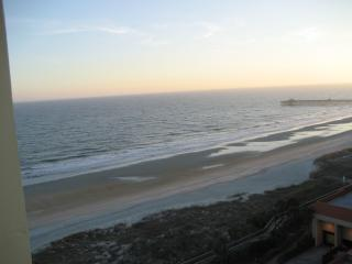 ON THE OCEAN 2bd/2bth Sat-Sat June-Aug $1500-$1850 - Myrtle Beach vacation rentals