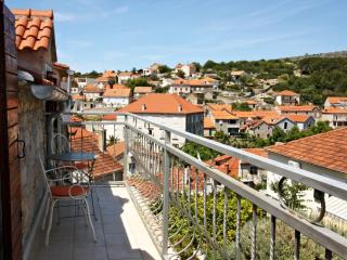 Moro House-Free wifi and pool. Croatian Hospitalit - Cove Makarac (Milna) vacation rentals