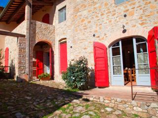 2 bedroom Farmhouse Barn with Deck in San Gimignano - San Gimignano vacation rentals