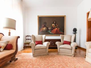 Al Corso Apartment, with parking! - Florence vacation rentals