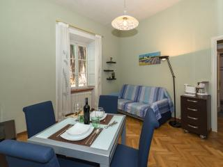 Apartment Bernini -Residence il Duomo- - Lucca vacation rentals