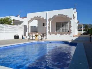 Cozy 3 bedroom Calafat Villa with Internet Access - Calafat vacation rentals