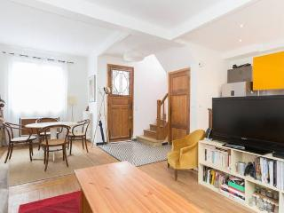 Family house 15 minutes from Paris - Suresnes vacation rentals