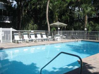 Nice Condo with Deck and Internet Access - Holmes Beach vacation rentals