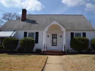 *BOOK NOW* Beautiful Cottage in historic Annapolis - Annapolis vacation rentals