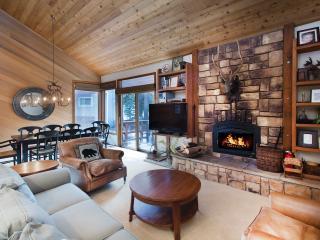 Canyon Ski 15 - Mammoth Townhome - Walk to Gondola - Mammoth Lakes vacation rentals