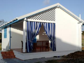 Romantic 1 bedroom Bungalow in Capesterre with Internet Access - Capesterre vacation rentals