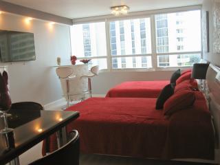 Beachfront Condo!  Queen beds /Pool/ Parking Avai - Miami Beach vacation rentals