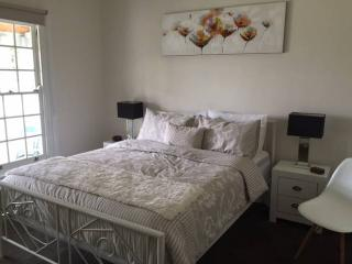 Beautiful House with Internet Access and Dishwasher - Hampton vacation rentals