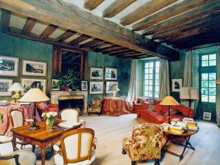 Beautiful 11 bedroom Villa in Dun le Poelier - Dun le Poelier vacation rentals
