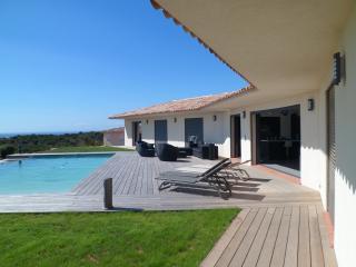 Bright 5 bedroom Santa Giulia Villa with Internet Access - Santa Giulia vacation rentals