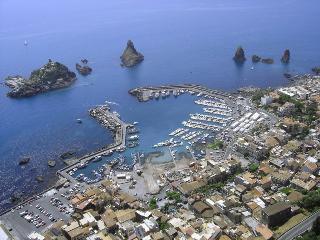 Apartment in Catania, near Etna and Taormina - Acitrezza vacation rentals