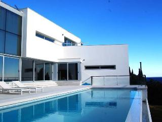 SPECTACULAR FIRST LINE CUBIC-STYLE HOUSE IN BLANES - Blanes vacation rentals