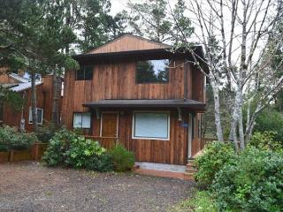 LITTLE APPLE COTTAGE, near town & beach, in MANZANITA - Manzanita vacation rentals