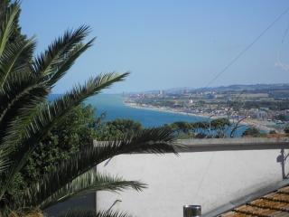 Nice Townhouse with A/C and Water Views - Sirolo vacation rentals