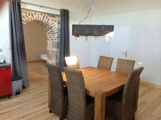 Bright Gite in Montceau les Mines with Hot Tub, sleeps 5 - Montceau les Mines vacation rentals