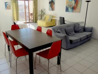 Adorable 4 bedroom Marseille Apartment with Internet Access - Marseille vacation rentals