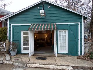 Texaco Bungalette - Unique King Studio on the Historic Loop, 3 Blocks from Downtown - Eureka Springs vacation rentals