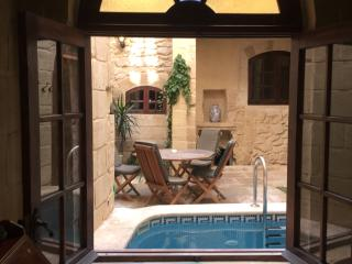 Beautiful Townhouse with A/C and Hot Tub - Mdina vacation rentals