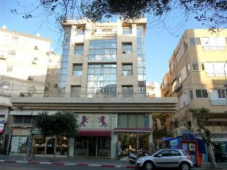 1br Frishman Tower beach apartment - Tel Aviv vacation rentals