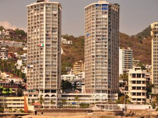 Beachfront Resort Condo on Acapulco Bay - Acapulco vacation rentals