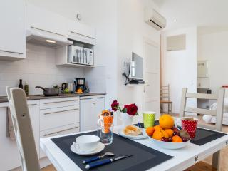 Lovely Studio in Cannes - near the famous Croisette - Cannes vacation rentals