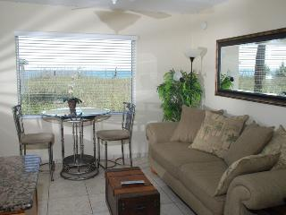 Casey Key Deluxe Suite with a Beachview - Unit 24 - Nokomis vacation rentals