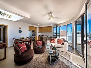 Beautiful 2 bedroom Apartment in Fuzeta - Fuzeta vacation rentals