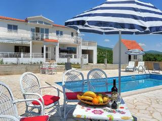 Bright 5 bedroom Central Dalmatia House with Television - Central Dalmatia vacation rentals