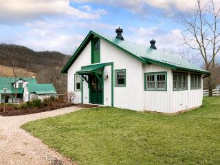 Bull Barn Cottage - Hot Springs vacation rentals