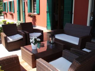 2 bedroom Apartment with Internet Access in Due Carrare - Due Carrare vacation rentals