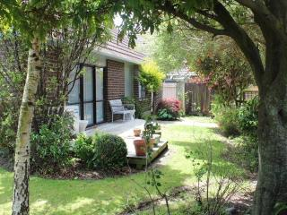 Comfortable Guest house with Deck and Internet Access - Palmerston North vacation rentals