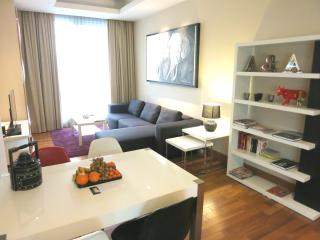 SERVICED 2 BED SKY VILLA WITH VIEW, POOL, GYM, BTS - Bangkok vacation rentals