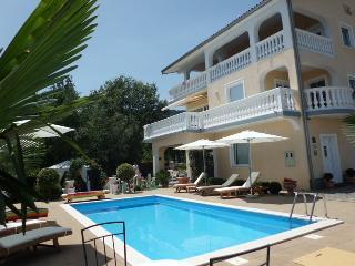 Villa Chiara Icici - Apartment mit Pool - Icici vacation rentals