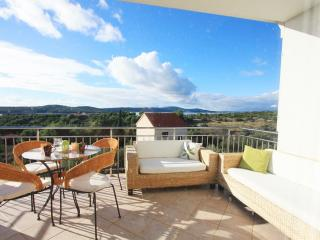 Apartment Olive - Seaview with pool - Cove Makarac (Milna) vacation rentals