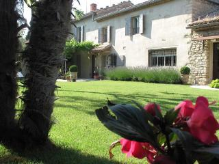 Chambre d'hôtes et B and B avec piscine chauffée - Loriol-du-Comtat vacation rentals