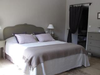 Cozy 2 bedroom Guest house in Loriol-du-Comtat with Internet Access - Loriol-du-Comtat vacation rentals