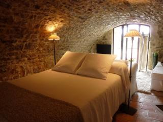 Bed & Breakfast South of France - Bedroom La Voûte - Teyran vacation rentals