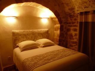 Bed & Breakfast - South of France Bedroom La Croix - Teyran vacation rentals
