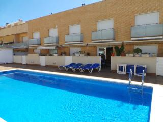 HOUSE FRONT BEACH, SWIMMING POOL, PRIVATE PARKING - Cubelles vacation rentals