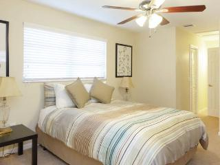 Clean and New in Sunny Dania Beach! - Dania Beach vacation rentals