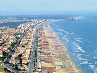 MAISON SUR LA MER - Lido Di Camaiore vacation rentals