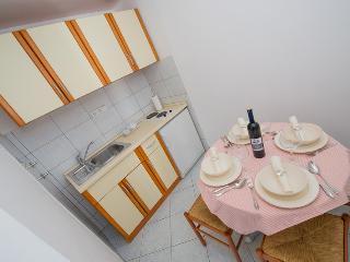 Villa Javor seaview two bedroom apartment for 4 - Podstrana vacation rentals