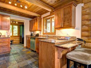 4 bed lakeside chalet at Blueberry Lake, Tremblant - Mont Tremblant vacation rentals