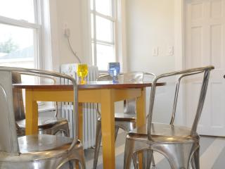 Romantic Condo with Internet Access and A/C in Hull - Hull vacation rentals