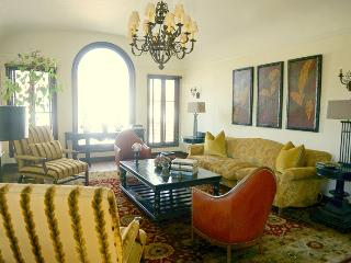Spectacular Hollywood 2800 Sq Ft  2 Bedroom 2 Bath w Office (4747) - Los Angeles vacation rentals