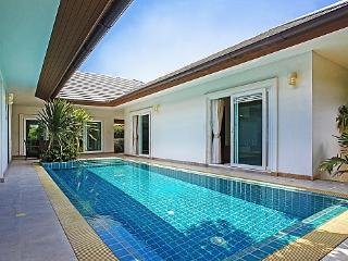 3 bed pool villa in beachside resort - Bang Lamung vacation rentals