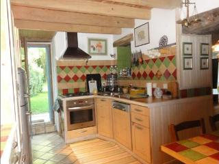 Nice Gite with Internet Access and Satellite Or Cable TV - Calmont vacation rentals