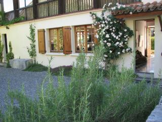 Beautiful 4 bedroom Sauveterre-de-Comminges Farmhouse Barn with Internet Access - Sauveterre-de-Comminges vacation rentals