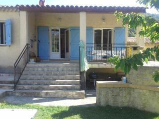 CHARMING COTTAGE TYPE VILLA IN QUIET PRIVATE ROAD - Levens vacation rentals